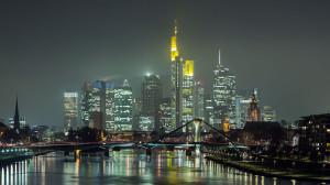 Frankfurt_Am_Main-Stadtpanorama_von_der_Deutschherrnbruecke_am_fruehen_Abend-20131203
